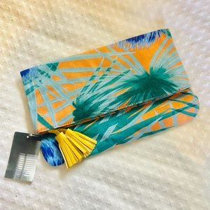 Urban Outfitters Bags - NWT URBAN OUTFITTERS - tropical clutch